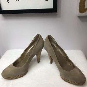 Banana Republic - Tan Suede Leather Pumps
